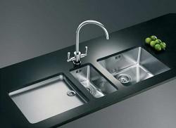 Кухонная сантехника как дополнение стилистики, задаваемой кухонной мебелью