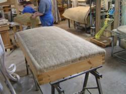 Ремонт мягкой мебели: на дому или в мастерской?