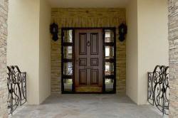 История возникновения металлических дверей