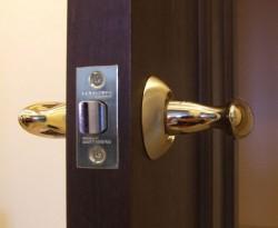 Как купить межкомнатную дверь и установить