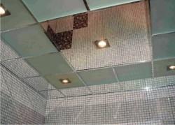 Установка зеркальных потолков