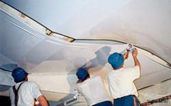 Способы очистки натяжных потолков