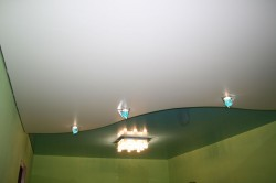 Как установить подсветку на натяжном потолке