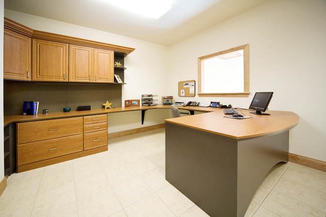 Деловой интерьер домашнего кабинета: подбор и расстановка мебели