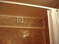 Вентиляция или как устранить сырость в ванной