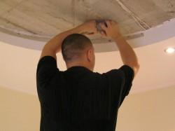 Как монтировать натяжные потолки