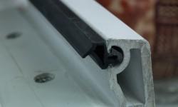 Как уплотнить пластиковые окна