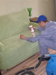 Как очистить загрязнения на мягкой мебели