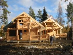 Как выбрать компанию для оформления заказа на строительство дома из клееного бруса?