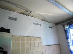 Почему ремонт кухни начинают с потолка?