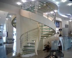 В чем преимущества винтовых лестниц?