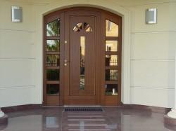 Как выбрать и купить деревянные входные двери?
