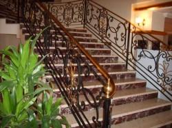 Отличительные особенности кованых лестниц