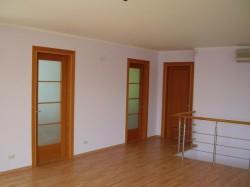 Межкомнатные двери в обновленном интерьере квартиры
