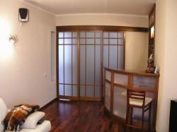 Виды раздвижных дверей, используемых в интерьерах