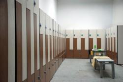 Какие шкафы выбрать для спортивных раздевалок