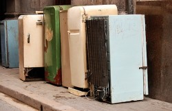 Один из способов утилизации холодильника