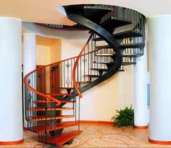 Винтовые кованые лестницы в современном интерьере