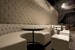 Каретная стяжка, как наиболее популярный метод обивки стен и мебели