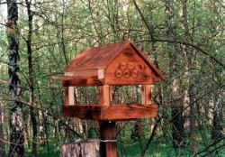 Декор сада кормушками для птиц