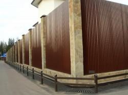 Строительство заборов из профнастила
