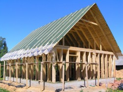 Каркасный дом против брусового – какой строить?