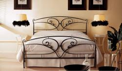 Особенности и характеристики кованных кроватей
