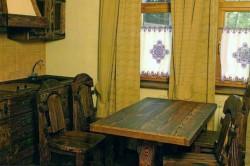 Красота деревянной мебели под старину