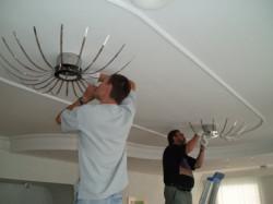 Установка светильников в натяжных потолках