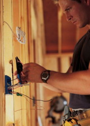 Как установить электрическую проводку?