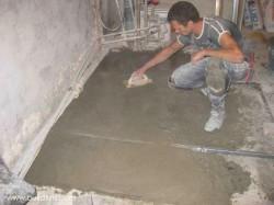 Цементно-песчаная стяжка своими силами.