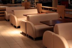 Правила выбора диванов для кафе и ресторанов