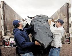 Вывозим мусор после ремонта или строительства