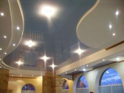 Статья о глянцевых и матовых натяжных потолках