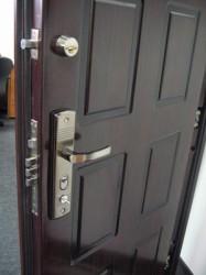 Как устроена бронированная дверь?