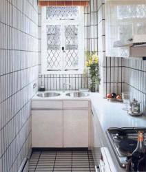 Как оформить узкую кухню