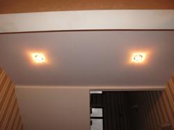Глянцевые натяжные потолки: декоративные и функциональные преимущества