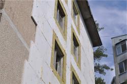 Особенности крепления пенопласта к стене