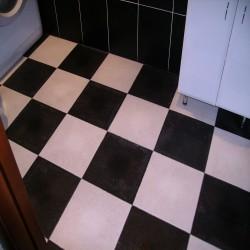Что можно постелить на пол в ванной при ремонте