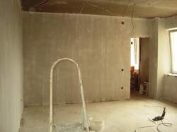 Какие материалы используются при выравнивании стен в помещениях