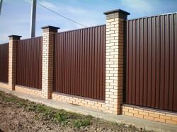 Строим забор из профнастила