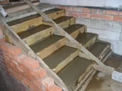 zalivka-betonnoy-lestnicy-svoimi-rukami