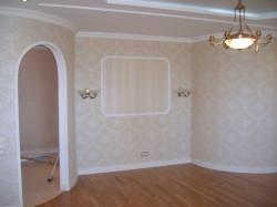 Как отделать стены в гостиной