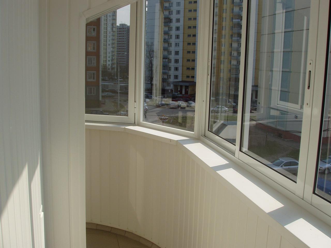 Современные способы остекления балкона.
