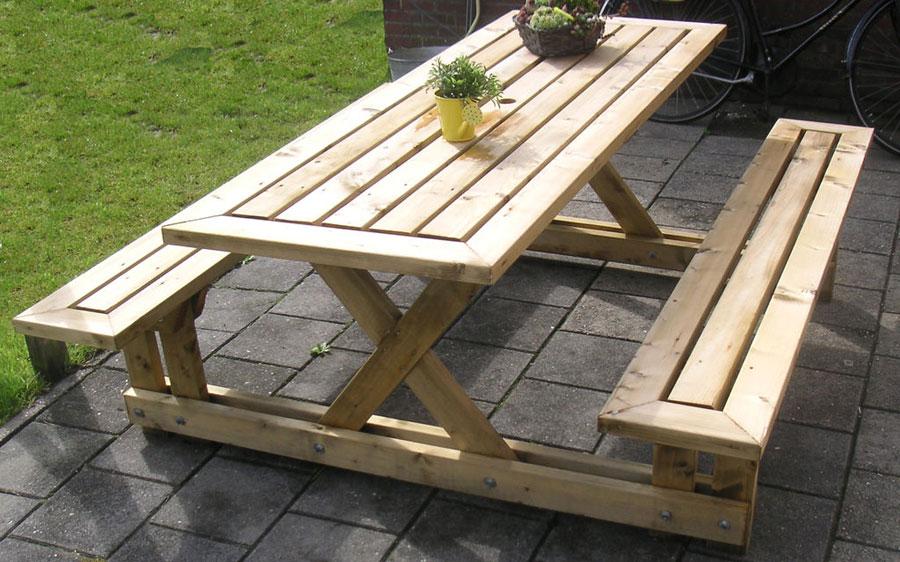 Сделать стол и скамейки