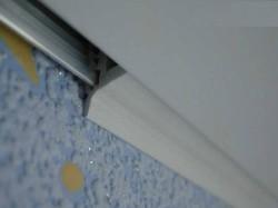 Советы для ремонта: что сначала – установка натяжного потолка или поклейка обоев