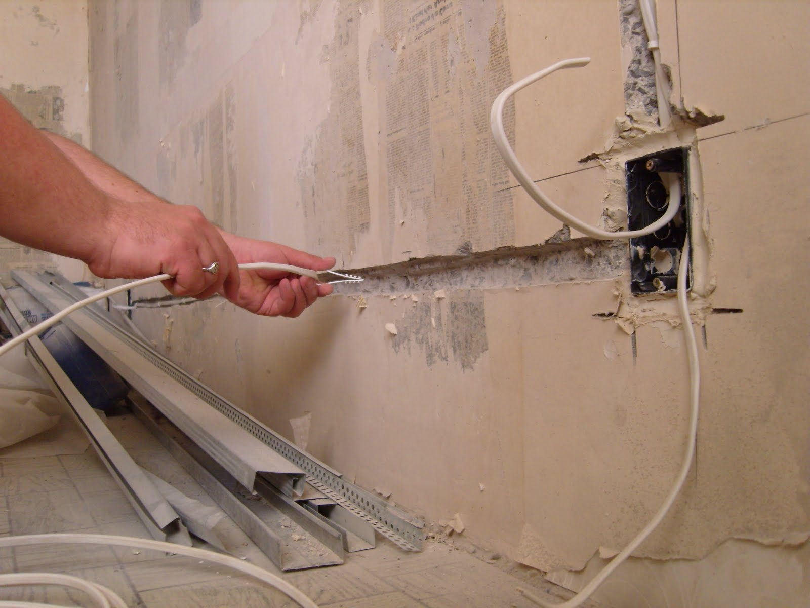 Как поменять электропроводку в доме своими руками
