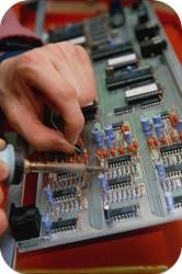 Техническим обслуживанием и ремонтом называется ряд операций, предназначенных для поддержания нормальной работоспособности и исправности различного оборудования. Все мероприятия направлены на исправную работу техники при использовании её по прямому назначению, а также в режимах ожидания, перевозки и хранения.  Техобслуживанием называются операции, носящие профилактический характер. Эти мероприятия проводятся систематически, через определённые временные интервалы, и включают в себя комплекс определённых работ.  Все процедуры, предназначенные для поддержания удовлетворительного уровня состояния установок и оборудования, условно можно разделить на ТО, ремонт, замену и модернизацию Техническое обслуживание в свою очередь также подразделяется на регламентированное и нерегламентированное.  В регламентированное техническое обслуживание входят мероприятия, которые должны быть в обязательном порядке выполнены согласно технической документации спустя определённый период времени. Такие операции имеют строго определённый регламент. В их число обычно входят процедуры чистки, смазки, регулировки, замена некоторых деталей, проверка состояния оборудования. Проведение работ по регламентированному техническому обслуживанию обычно происходит при полной остановке устройств и осуществляется только по специально составленному графику. Зачастую перед началом операций по техническому обслуживанию необходимо рассчитать трудоемкость обслуживания и ремонта оборудования. В работы, входящие в состав нерегламентированного технического обслуживания, входят процедуры чистки, регулировки, смазки, замене некоторых деталей. Потребность в проведении таких мероприятий проявляется при осмотре оборудования и мониторинге специальными средствами техдиагностики. Недочеты, выявленные в процессе осмотра, обычно устраняются обслуживающим персоналом без полной остановки процесса работы оборудования, или с минимальным временем остановки.  Обычно мероприятия по техническому обслуживанию осуществляются специально 