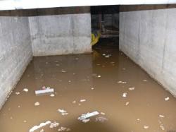 Боремся с водой в подвале гаража