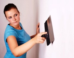 Female make repairs in the apartment